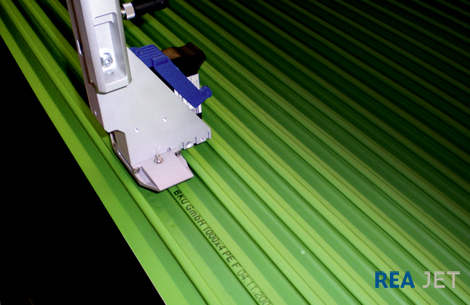 Foto: REA JET HR - High resolution printing system - HP-print technology - contact-free marking of extruded profile boards
